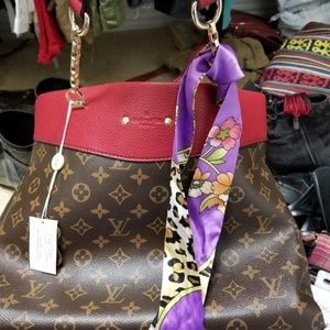 Bag with wallet price is for both